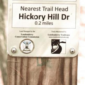 Trail Sign Hickory Hill Dr Londonderry